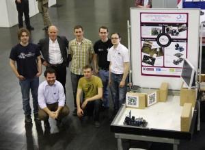 Das oTToCAR-Team mit dem Messeaufbau